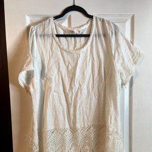 Plus size- 1X White Linen top/tunic w/Lace detail